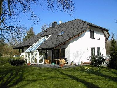 wachtberg villip freistehendes einfamilienhaus am hang mit garage und carport. Black Bedroom Furniture Sets. Home Design Ideas